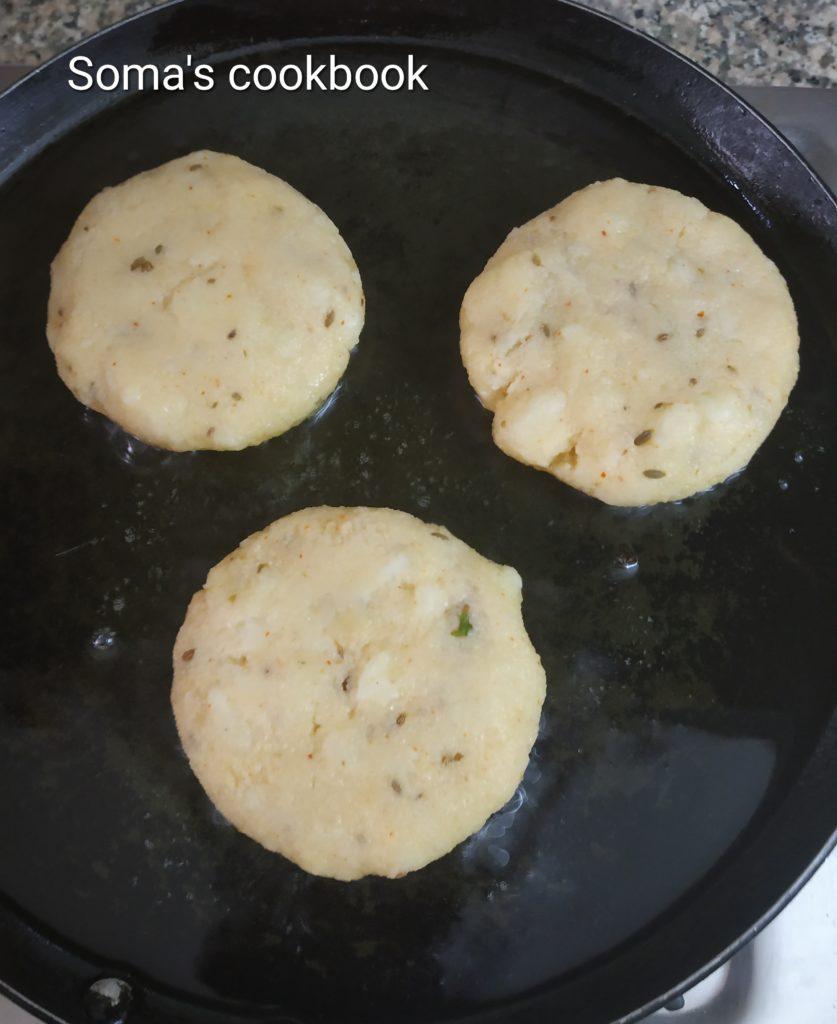 Shallow frying kachori